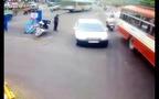 Ấn Độ: Cảnh sát truy đuổi tài xế say xỉn làm náo loạn giao lộ