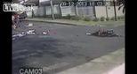Tai nạn kinh hoàng: 2 thanh niên trên lãnh trọn cú tông trực diện từ xe tải