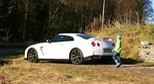Cu b&#233; 5 tui l&#225;i Nissan GT-R