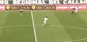 Cầu thủ rê bóng xịn như Messi, sút bóng như... Bendtner