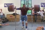 Lực sĩ nâng mức tạ 290 kg không dùng tay