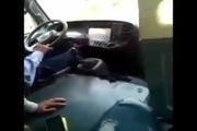 Tài xế buýt chơi game khi đang lái xe