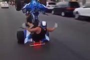 """Thanh niên biểu diễn """"stunt"""" cực đỉnh với xe 4 bánh"""
