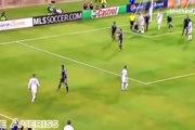 Cách Beckham trừng phạt cầu thủ đối phương khi câu giờ