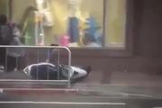 Bão cuốn bay cả người đi đường tại Đài Loan