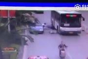 Tài xế mở cửa ôtô làm người đi xe máy thiệt mạng