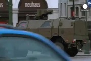 Binh sĩ, xe bọc thép tuần tra đường phố Brussels