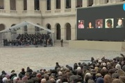 Hàng nghìn người Pháp tưởng niệm các nạn nhân khủng bố Paris
