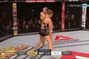 """""""Nữ hoàng"""" UFC Ronda Rousey hạ knock-out đối thủ chỉ sau 34 giây"""