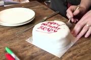 """Cách cắt bánh gato """"chuẩn"""" nhất theo khoa học"""