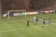 Cầu thủ gây sốc vì cố tình đá trượt penalty