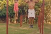 Con gái xinh đẹp và cha tập gym cực phong cách