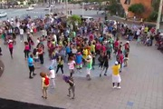 "Fan yêu nhạc nhảy Flashmob ""Party Rock Anthem"""
