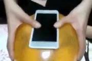 Chế ốp lưng độc cho smartphone bằng bóng bay trong nháy mắt