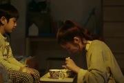 """""""Iron Man"""" tập 3: Bé Chang ngoan ngoãn nghe lời Son Se Dong (Shin Se Kyung) ăn cháo"""