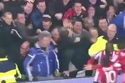 Sự cố sập hàng rào trong trận đấu giữa PSV và Feyenoord