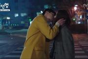 """""""Bubblegum"""": Nụ hôn che mắt ngay ngã tư của Ri Hwan và Haeng Ah"""