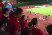 """Fan Việt nhún nhảy theo nhạc """"Nắng ấm xa dần"""" tiếp sức thầy trò Miura"""
