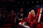 The Voice US: Adam Levine đạp ghế đỏ của Blake