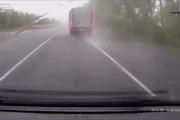 Ô-tô con vượt ẩu gây tai nạn kinh hoàng