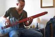 Siêu guitar bass làm bằng thùng nước