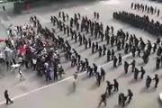 Cảnh sát Hàn chống bạo động bằng đội hình của La Mã cổ đại