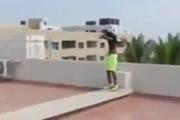 Thanh niên làm liều nhảy xuống bể bơi từ... tầng 6