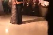 Xúc động câu chuyện mẹ ung thư khiêu vũ với con trai trước khi qua đời