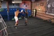 """Justin Bieber bị """"Knock-out"""" trên sàn boxing"""