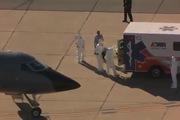 Y tá thứ hai nhiễm Ebola ở Mỹ bước lên máy bay chuyển viện