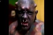 Người đàn ông hóa trang còn dữ tợn hơn cả quỷ Satan