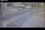Rào chắn bị lỗi suýt gây tai nạn thảm khốc tại giao lộ đường ray