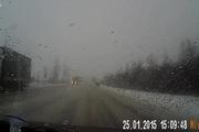 Cảnh tượng ô-tô con đấu đầu tóe lửa trên quốc lộ gây sốc
