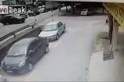 Pha tắm sông bất đắc dĩ vì tránh xe ô-tô sang đường