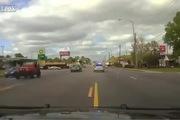 Cảnh sát truy đuổi ô-tô vi phạm gay cấn cứ như phim Fast & Furious
