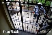 Nỗ lực cạy cửa bất thành của 4 tên trộm hung hăng tại Nam Phi
