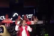Xuất hiện bản sao Sơn Tùng M-TP múa hát như thật tại Hà Nội