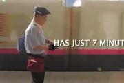 """""""7 phút kỳ diệu"""" về công việc của những người dọn dẹp tàu điện ngầm tại Nhật Bản"""