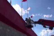 Bị cấm chỉ đạo 9 tháng, HLV thuê xe cẩu để theo dõi trận đấu