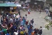 Người dân Nepal co cụm chịu đựng động đất kinh hoàng xung quanh