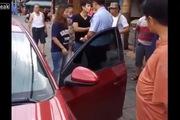 Trung Quốc: Cặp đôi la lối chống đối CSGT kịch liệt khi bị bắt