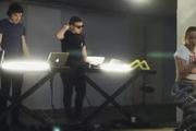 DJ tạo ra track nhạc điện tử cực hay từ các động tác giật lắc của vòng 3
