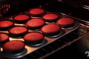 Nghe câu chuyện ngọt ngào của chiếc bánh red velvet cupcake