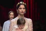 Dolce & Gabbana gây ấn tượng với show diễn toàn em bé