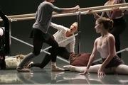 Clip hậu trường cho phân đoạn Taylor Swift múa ballet