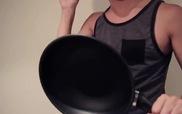 Thể hiện bản nhạc bằng những dụng cụ... nhà bếp
