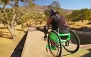 Khâm phục nghị lực anh chàng ngồi xe lăn chơi thể thao mạo hiểm