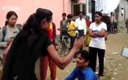 Cô gái Ấn Độ tát vào mặt kẻ sàm sỡ giữa đường