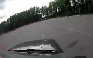 Đừng bao giờ đứng gần đường ô-tô luyện Drift