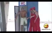 Trò đùa cực thâm, quay nhà vệ sinh công cộng ra biển